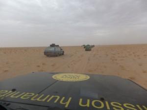 Kilometers vreten in de Sahara - die hier nog goed berijdbaar was