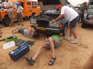 Noodreparatie bij Mercedes - scheur in carterpan