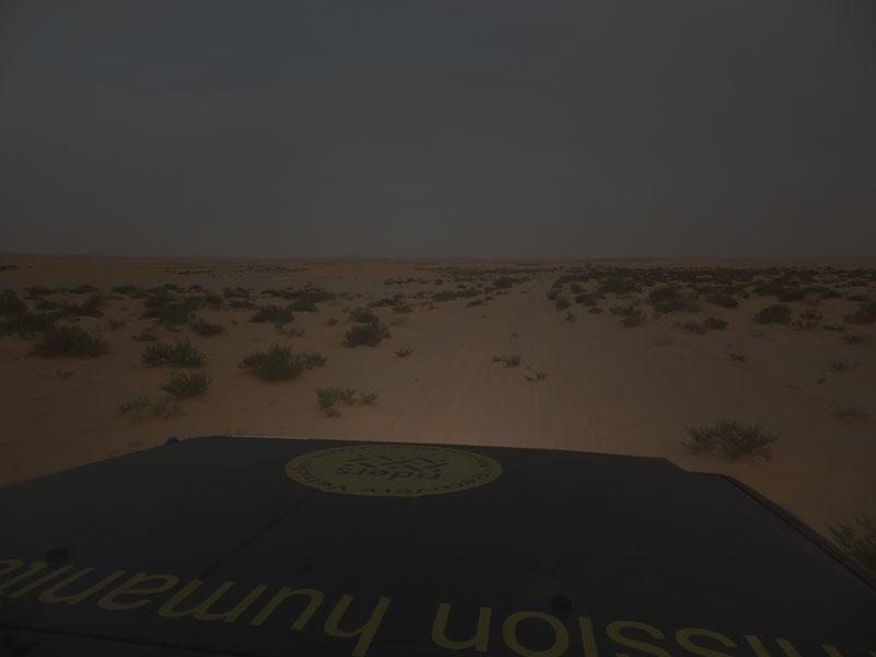 woestijn bij invallen duisternis